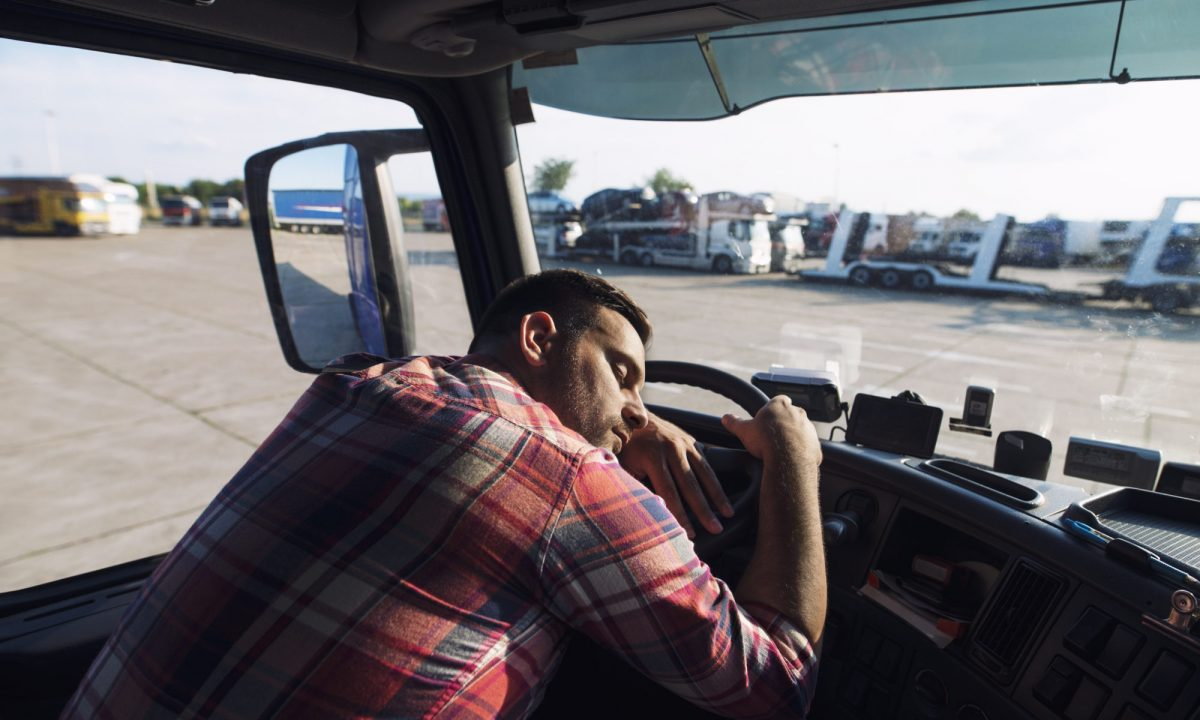 Nearly Half of Commercial Vehicle Drivers at Risk for Sleep Apnea, Study Says